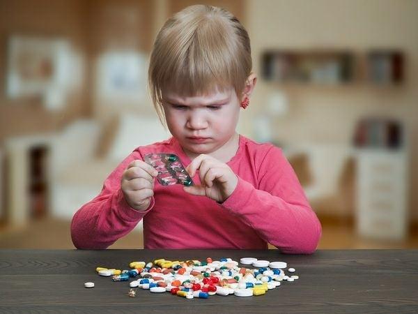 Рада Заборона продажу ліків дітям.  За відповідній законопроект проголосував 34 ...